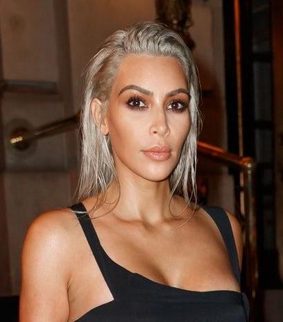 kim-kardashian-black-dress